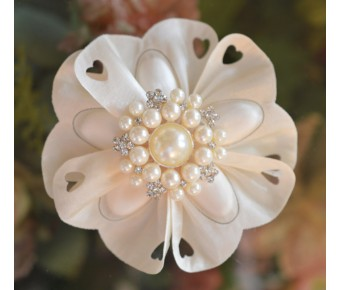CF56 Confetti Flower Bomboniere with Brooch