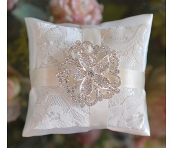 Lace double pillow with Brooch
