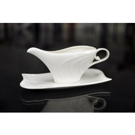 Porcelain White Gravy Boat with tray by myitalianfavors.com