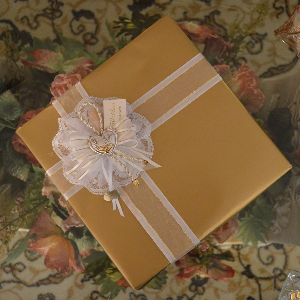 Gift Wrapping Ideas For Wedding: Gift Wrapping With Confetti Flower 50th Wedding