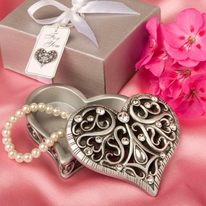 8631 Exquisite Heart Shaped Curio Box