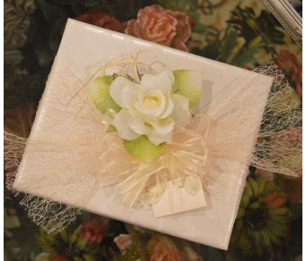 GF14 Gift wrapping with Craft flower, confetti and Bigliettino (favor tag)