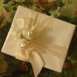 GF02 Gift Wrapping with bow, ribbons, flowers and confetti