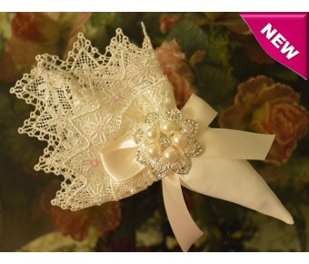 AF350 Italian Favor Bomboniere with Rhinestones and Pearls Brooch
