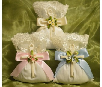 AF1518 Favor bag Flowers Almond favors Jordan almonds flowers Baptism Christening with Capodimonte cross Favors First Communion Bomboniere