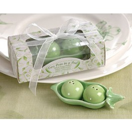 23008GN Two Peas in a Pod - Ceramic Salt & Pepper Shakers in Ivy Print Gift Box