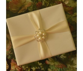 GF03 Gift Wrapping with Rhinestone Brooch