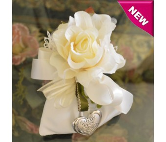 AF70 Italian Wedding Bomboniera with Silver Heart and Rings