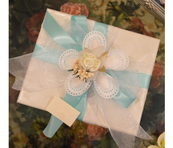 GF13 Gift wrapping with Confetti flower and Bigliettino (favor tag)