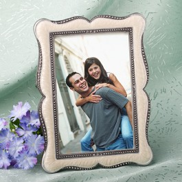 7771 Distinctive Victorian Design Frame Favors
