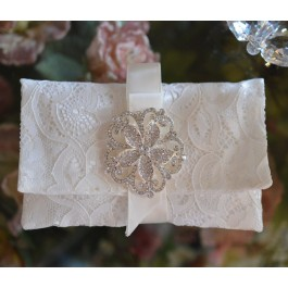 AF560 Lace Envelope with Brooch