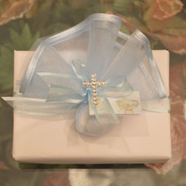 GF09 Gift Wrapping, Tulle with rhinestone Cross and Favor Tag