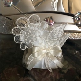 HC190 Haute Couture Wedding favors Bomboniere with craft flower table setting