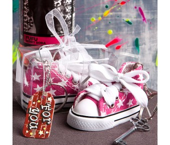 6136 Oh-so-cute pink star print baby sneaker key chain